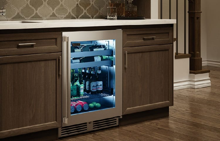 fridge in kitchen element